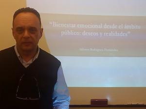 Alfonso Rodríguez Fernández, Psicólogo Clínico del SACYL después de la charla-coloquio (25 febrero 2016)
