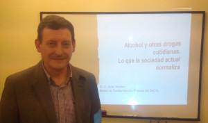 Dr. D. Javier Montero, médico de Atención Primaria del SACYL después de la charla-coloquio (31 marzo 2016)
