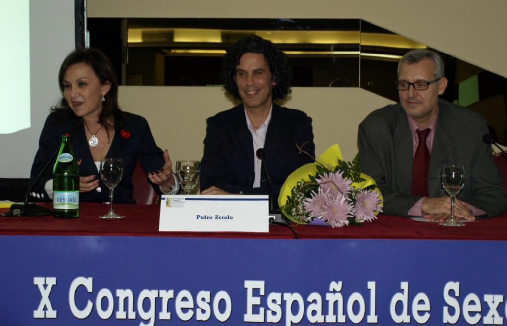 Miren Larrazabal, Pedro Zerolo y Miguel Ángel Cueto. Presentación del X Congreso Español de Sexología y IV Encuentro Iberoamericano de Profesionales de la Sexología (León, abril 2008).
